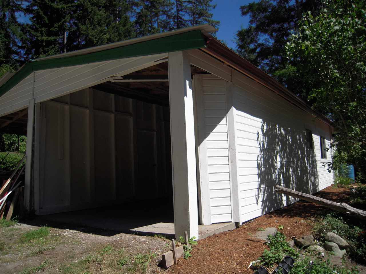 Photo 5: Photos: 2670 LOWER Road: Roberts Creek House for sale (Sunshine Coast)  : MLS®# R2096275