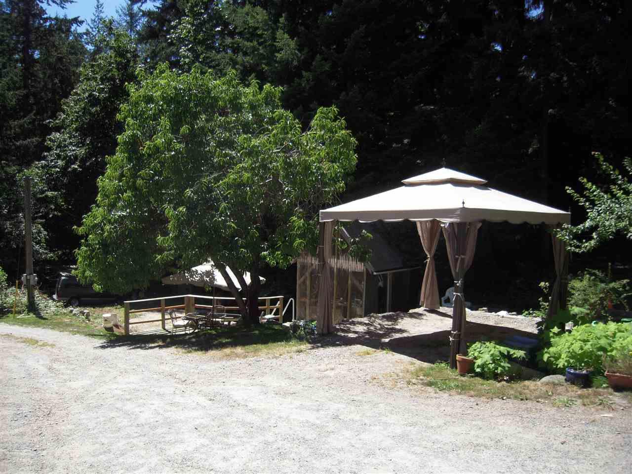Photo 4: Photos: 2670 LOWER Road: Roberts Creek House for sale (Sunshine Coast)  : MLS®# R2096275