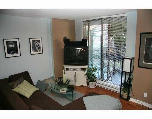 Main Photo: 203 833 AGNES Street in New Westminster: Downtown NW Condo for sale : MLS®# R2119102