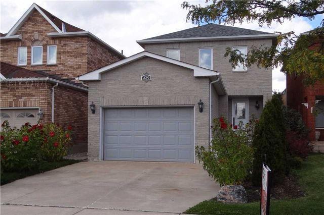 Main Photo: 329 Howard Crescent: Orangeville House (2-Storey) for sale : MLS®# W3903586