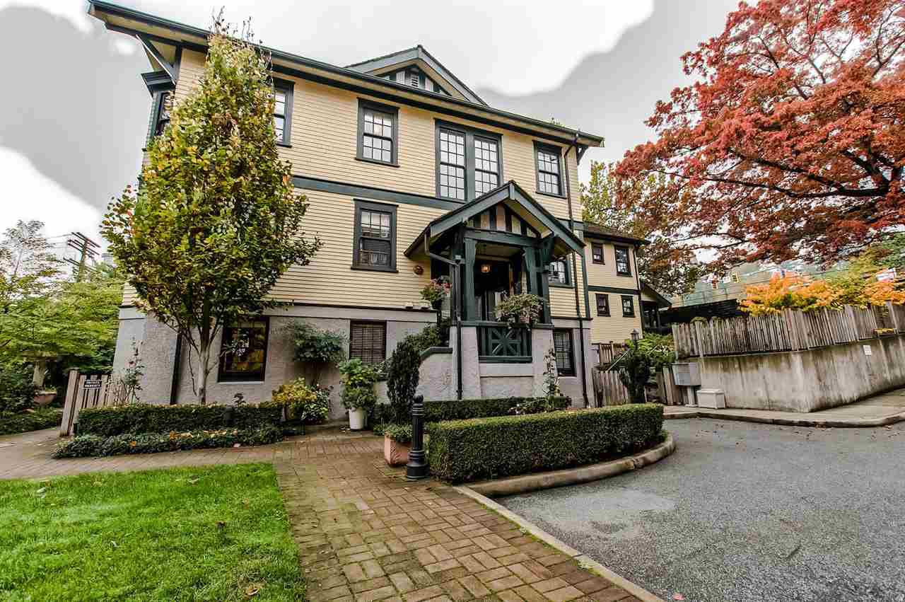 """Main Photo: 7 12 E ROYAL Avenue in New Westminster: Fraserview NW Townhouse for sale in """"NURSES LODGE"""" : MLS®# R2218105"""