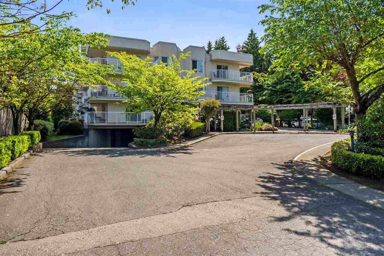 Lovely complex on 224th surrounded with mature trees & shrubs. Great location close to recreation, shopping & transit.