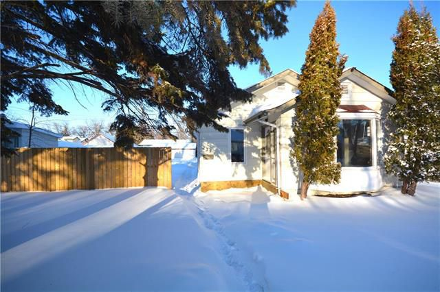 Main Photo: 235 Oakview Avenue in Winnipeg: East Kildonan Residential for sale (3D)  : MLS®# 1902137
