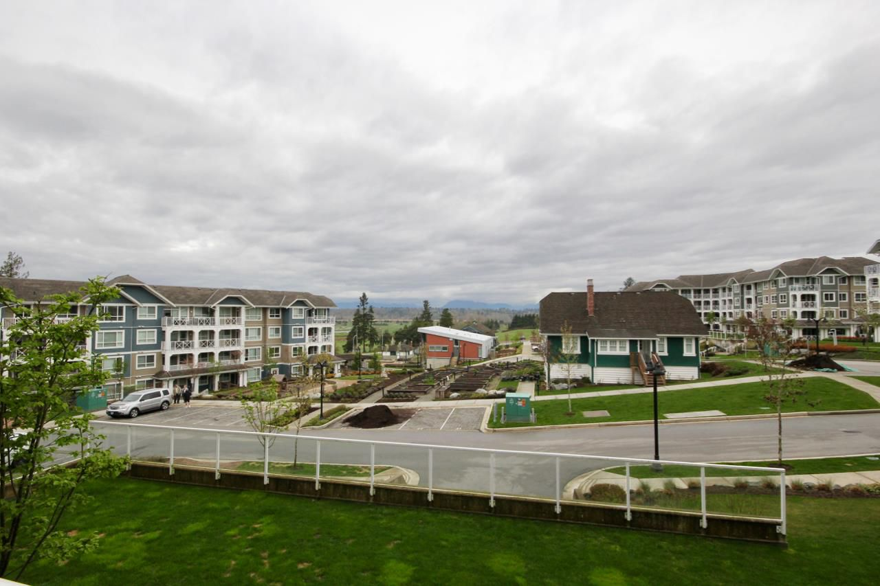 """Main Photo: 313 16388 64 Avenue in Surrey: Cloverdale BC Condo for sale in """"THE RIDGE AT BOSE FARMS"""" (Cloverdale)  : MLS®# R2356490"""