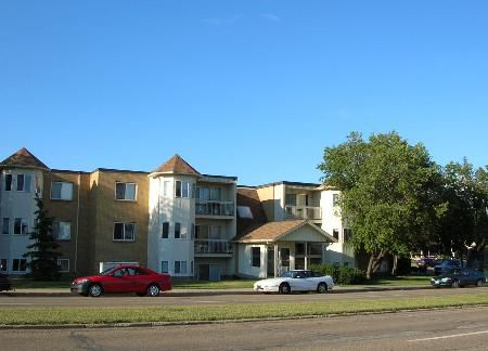 Main Photo: Awesome Upgraded Two Bedroom Condo with Immediate Possesion Available!