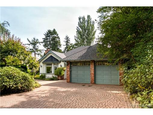 Main Photo: 1615 York Place in VICTORIA: OB North Oak Bay Single Family Detached for sale (Oak Bay)  : MLS®# 354119