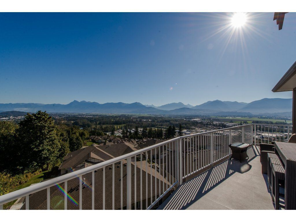 "Main Photo: 126 8590 SUNRISE Drive in Chilliwack: Chilliwack Mountain Townhouse for sale in ""MAPLE HILLS"" : MLS®# R2211925"
