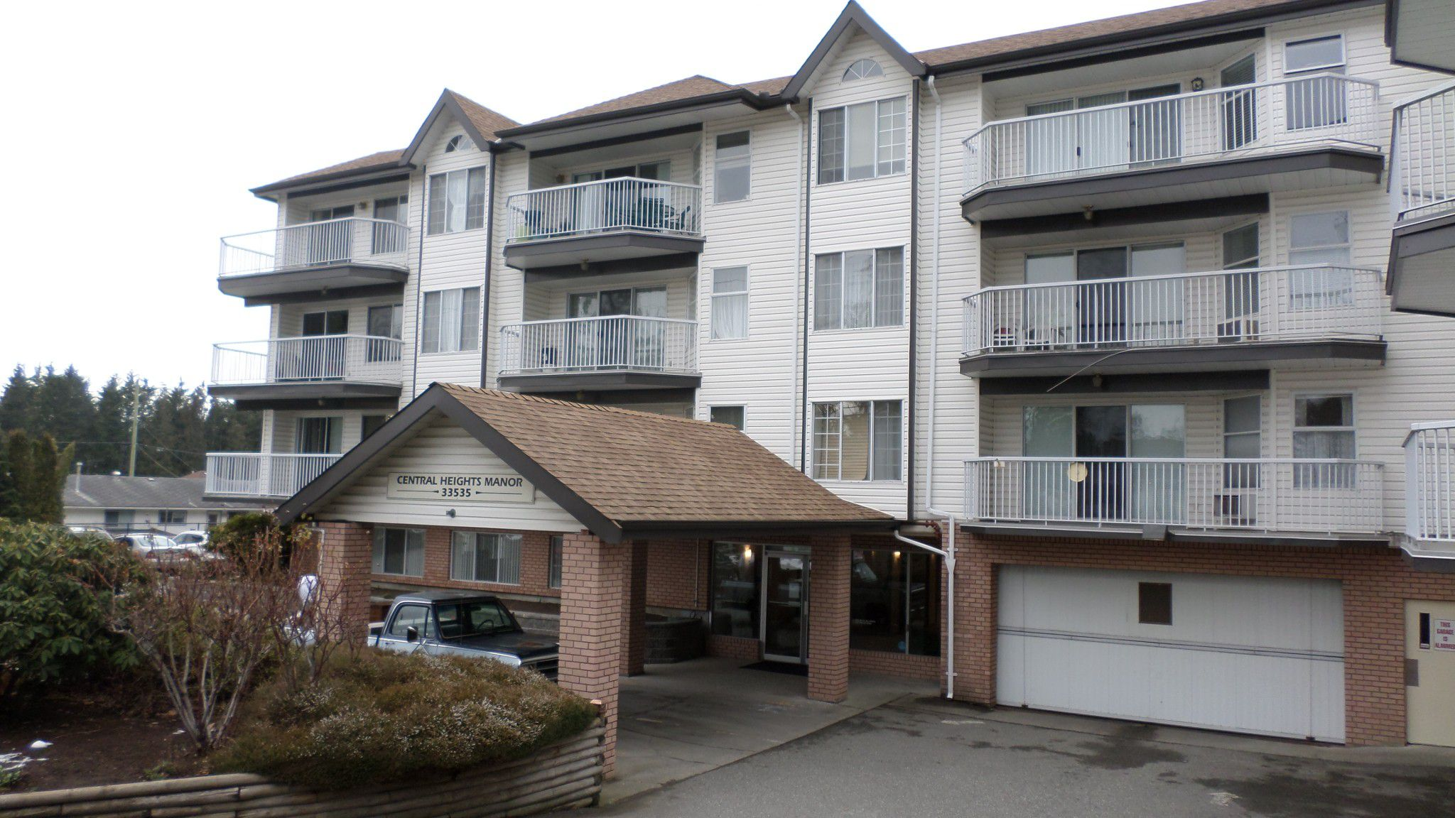 Main Photo: 117 33535 King Road in Abbotsford: Poplar Condo for sale : MLS®# R2242945