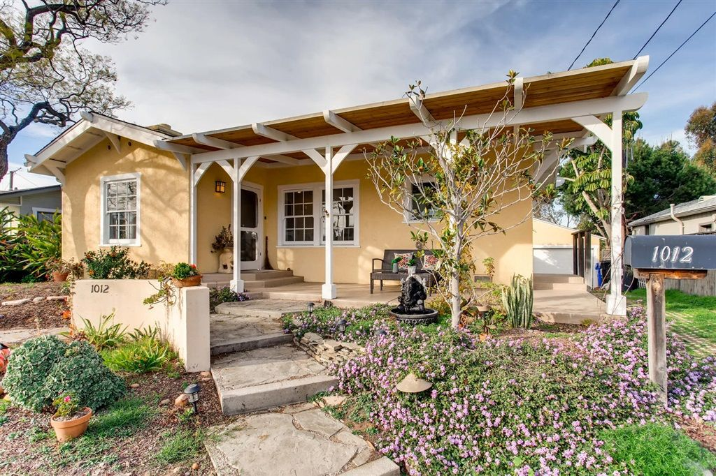 Main Photo: UNIVERSITY HEIGHTS House for sale : 3 bedrooms : 1012 Johnson Ave in San Diego