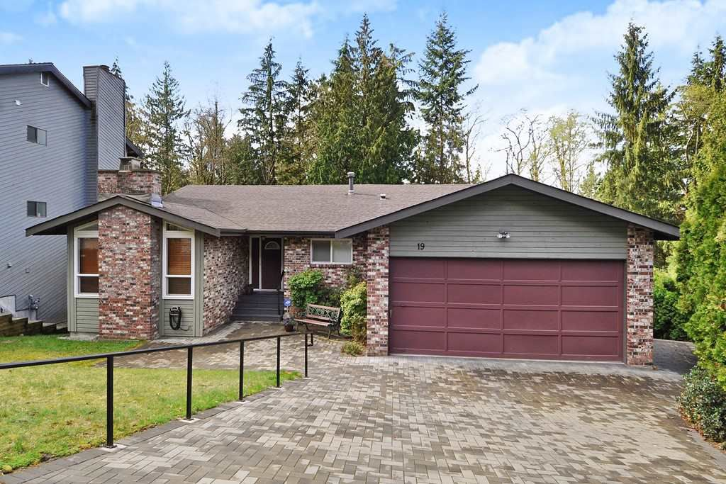 Main Photo: 19 ESCOLA Bay in Port Moody: Barber Street House for sale : MLS®# R2355631