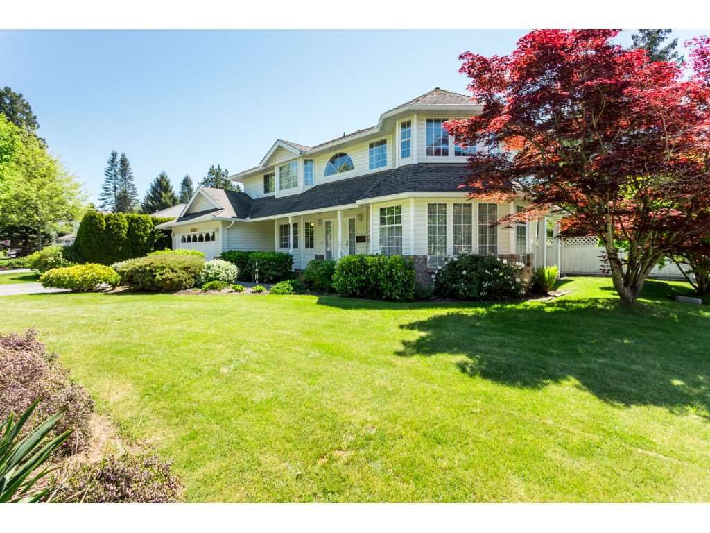 Main Photo: 12622 24A Avenue in Surrey: Crescent Bch Ocean Pk. House for sale (South Surrey White Rock)  : MLS®# R2368822