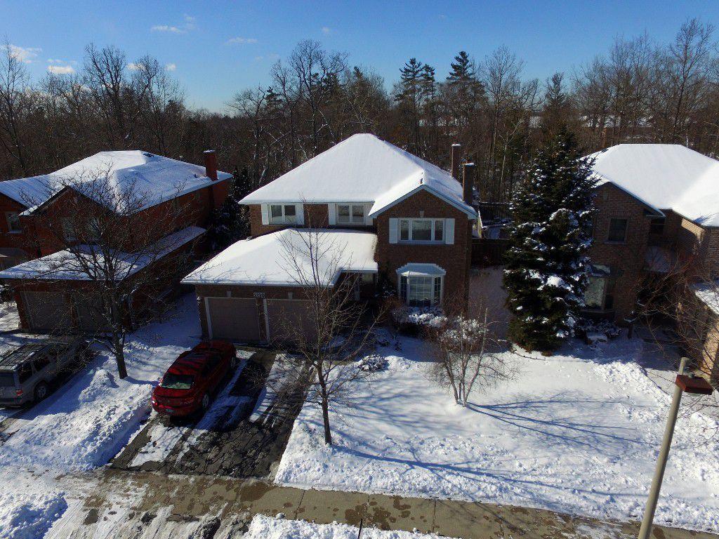 Main Photo: 2120 Munn's Avenue in Oakville: River Oaks House (2-Storey) for sale : MLS®# W3420282