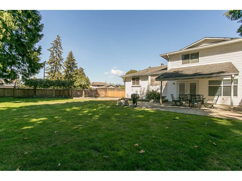 Main Photo: 20618 94B Avenue in Langley: Walnut Grove House for sale : MLS®# R2104373