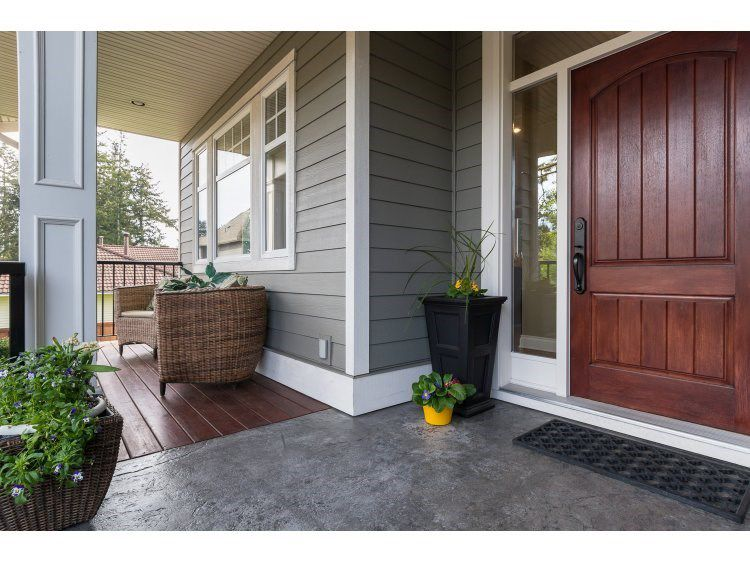 Main Photo: 16038 10A AVENUE in South Surrey White Rock: Home for sale : MLS®# R2055802