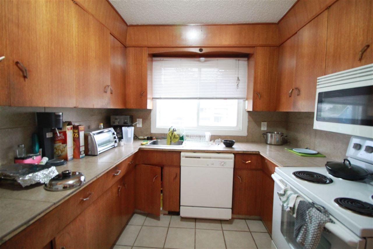 Photo 5: Photos: 13320 127 Street in Edmonton: Zone 01 House Duplex for sale : MLS®# E4136004