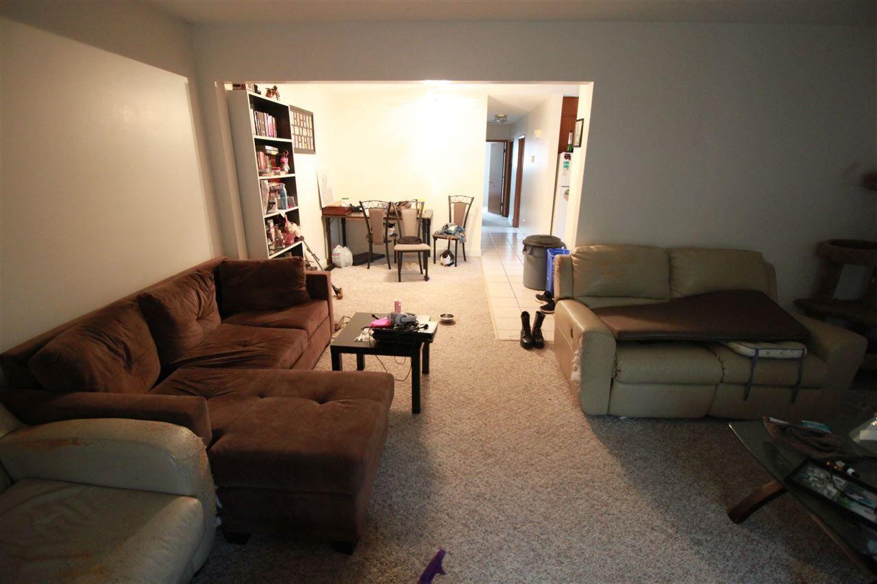 Photo 4: Photos: 13320 127 Street in Edmonton: Zone 01 House Duplex for sale : MLS®# E4136004