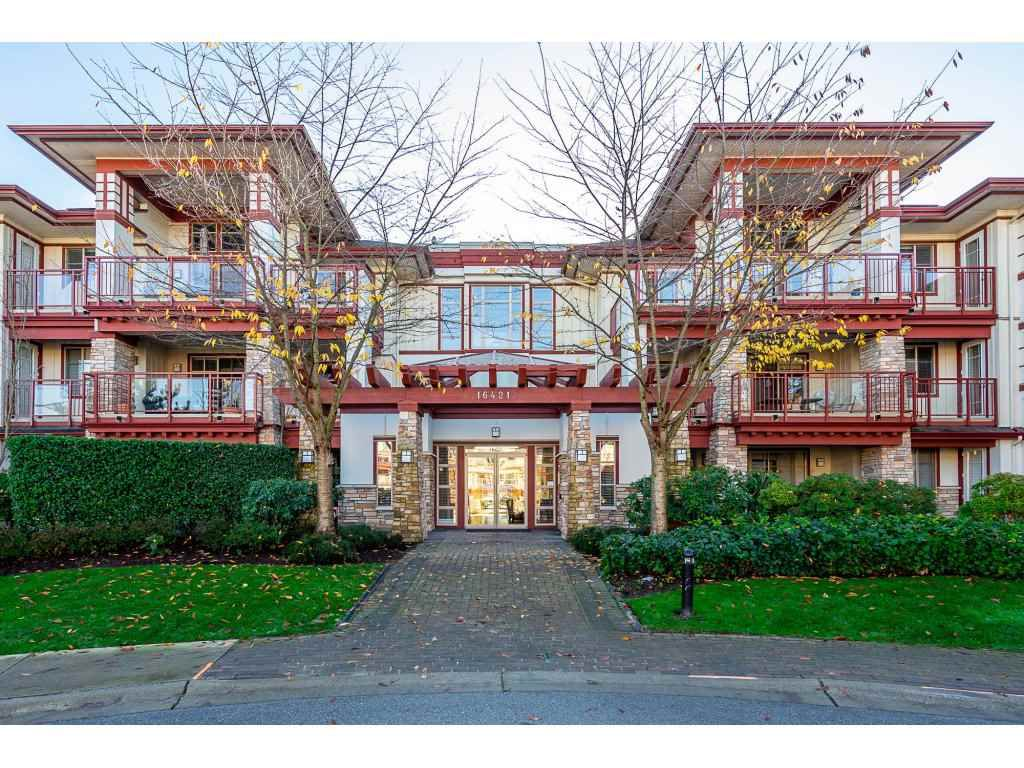 "Main Photo: 302 16421 64 Avenue in Surrey: Cloverdale BC Condo for sale in ""ST. ANDREW'S"" (Cloverdale)  : MLS®# R2323880"