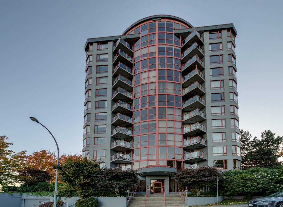 """Main Photo: 1104 38 LEOPOLD Place in New Westminster: Downtown NW Condo for sale in """"EAGLE CREST"""" : MLS®# R2329385"""