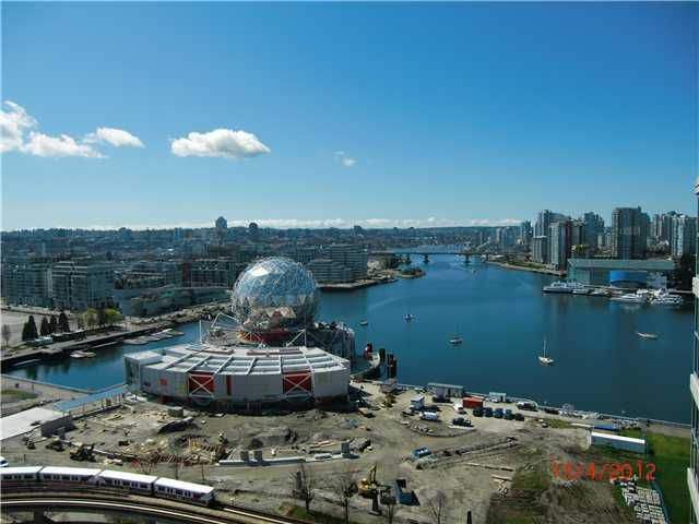 Main Photo: 2004 1128 QUEBEC Street in Vancouver: Mount Pleasant VE Condo for sale (Vancouver East)  : MLS®# V930875
