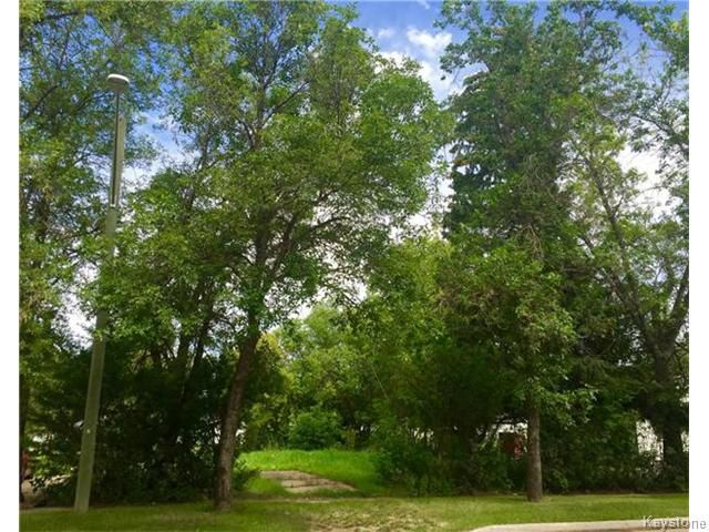 Main Photo: 112 6th Avenue Southeast in Dauphin: Southeast Residential for sale (R30 - Dauphin and Area)  : MLS®# 1622128