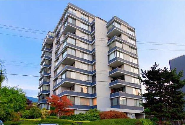 "Main Photo: 202 2167 BELLEVUE Avenue in West Vancouver: Dundarave Condo for sale in ""Vandemar West"" : MLS®# R2118728"
