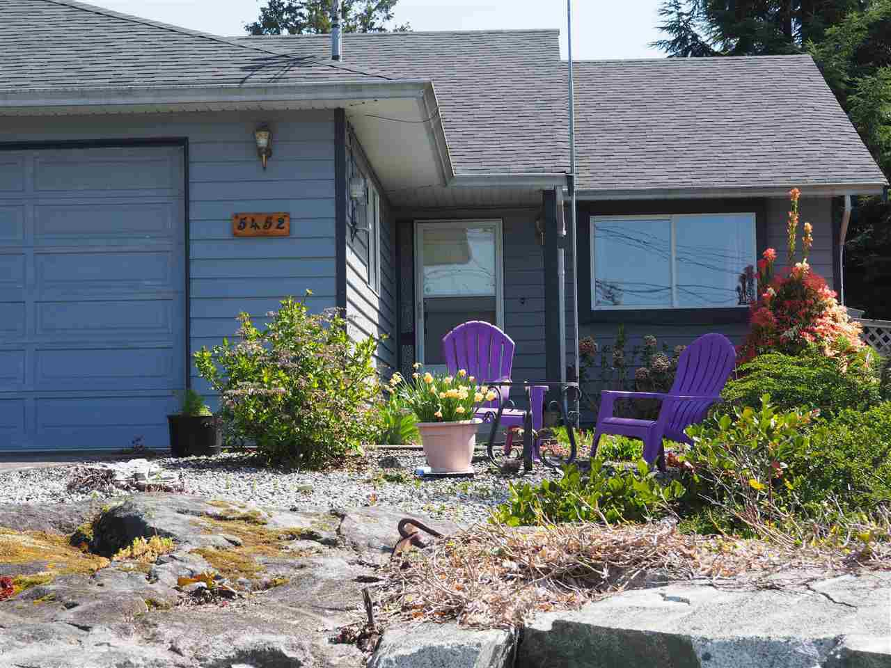 "Main Photo: 5452 KENSINGTON Road in Sechelt: Sechelt District House for sale in ""West Sechelt"" (Sunshine Coast)  : MLS®# R2261374"
