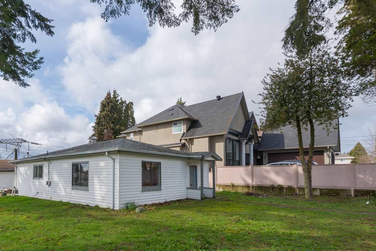 Main Photo: 6207 126 STREET in : Panorama Ridge House for sale : MLS®# R2151941