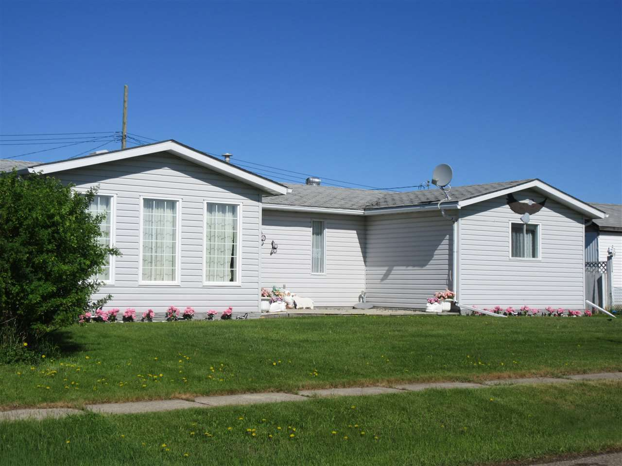 Main Photo: 5220 52 Street: Clyde House for sale : MLS®# E4129087