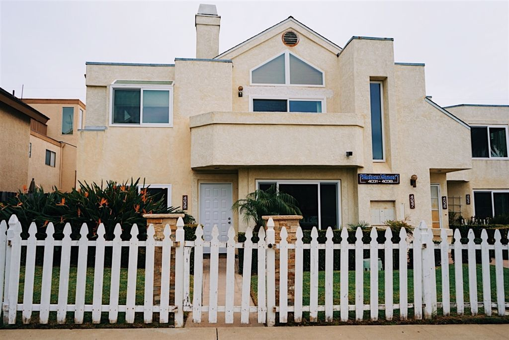 Main Photo: CROWN POINT Condo for sale : 2 bedrooms : 4039 Haines Street in San Diego