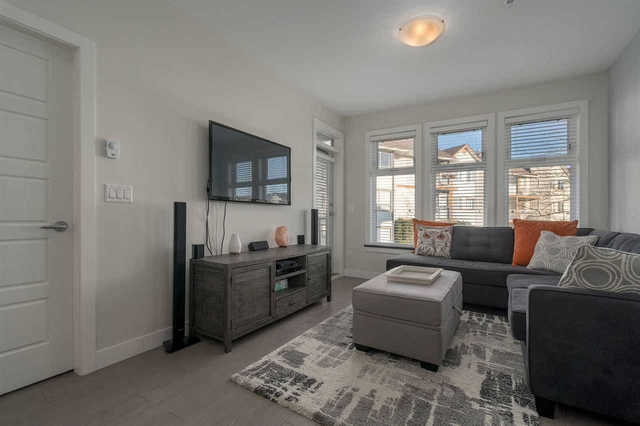 """Main Photo: 204 20068 FRASER Highway in Langley: Langley City Condo for sale in """"Varsity"""" : MLS®# R2331822"""