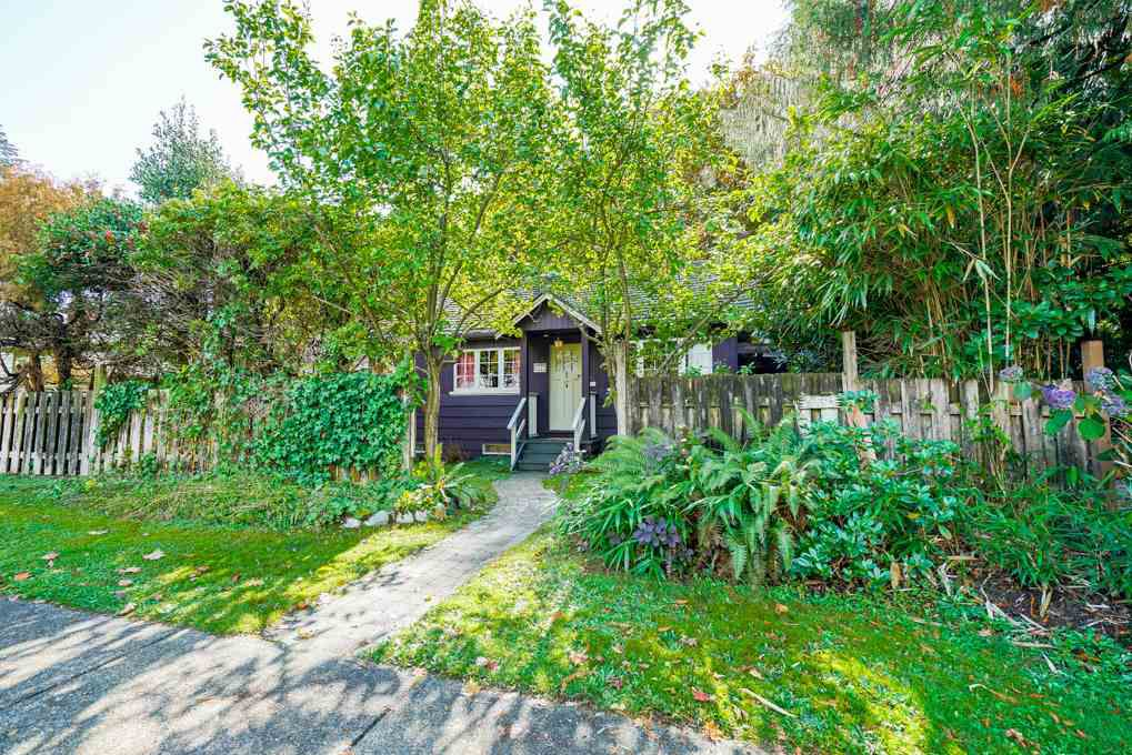 Main Photo: 517 W 23RD Street in North Vancouver: Central Lonsdale House for sale : MLS®# R2374741