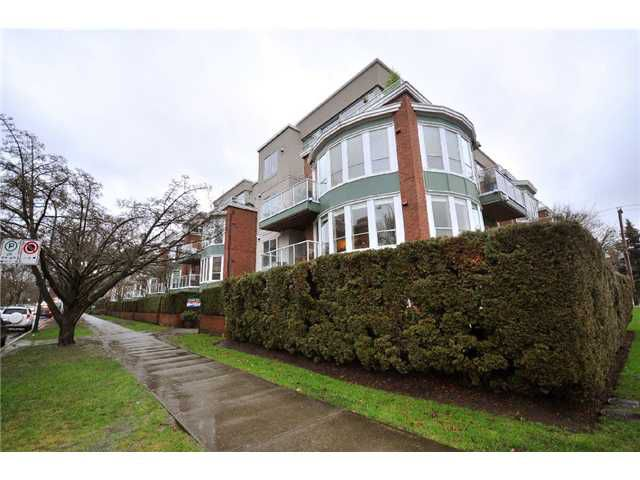 """Main Photo: 308 2288 W 12TH Avenue in Vancouver: Kitsilano Condo for sale in """"CONNAUGHT POINT"""" (Vancouver West)  : MLS®# V885898"""