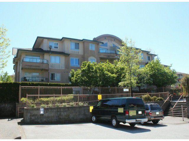 Main Photo: 302 7475 138 Street in Surrey: Condo for sale : MLS®# F1311183