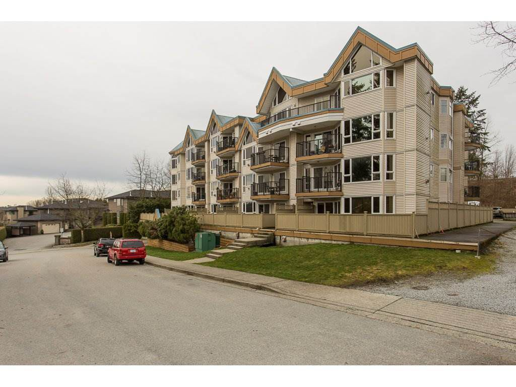 "Main Photo: 111 11595 FRASER Street in Maple Ridge: East Central Condo for sale in ""Brickwood Place"" : MLS®# R2146955"
