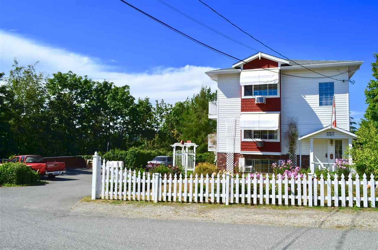 Main Photo: 33877 WALNUT Avenue in Abbotsford: Central Abbotsford House Triplex for sale : MLS®# R2190185