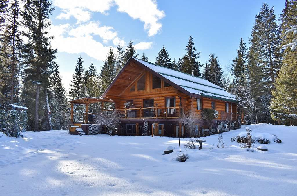 Main Photo: 3220 EVERGREEN Place: 150 Mile House House for sale (Williams Lake (Zone 27))  : MLS®# R2336671