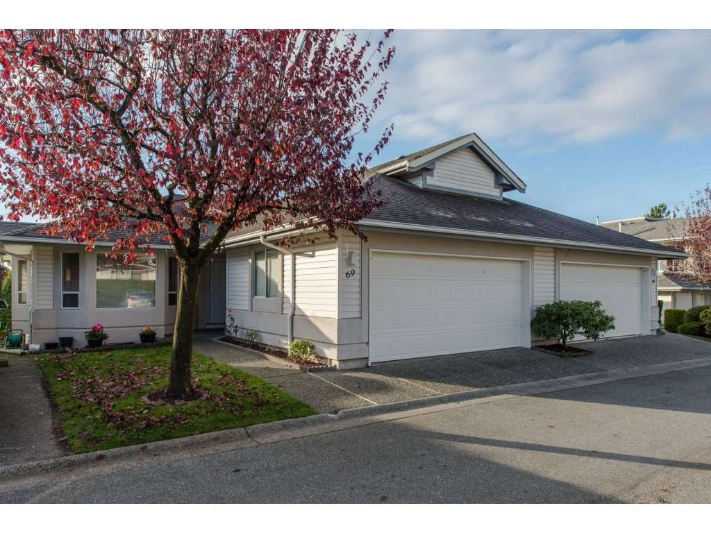 "Main Photo: 69 31406 UPPER MACLURE Road in Abbotsford: Abbotsford West Townhouse for sale in ""Ellwood Estates"" : MLS®# R2339827"