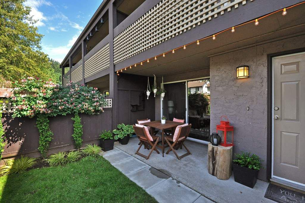 Main Photo: 512 34909 OLD YALE Road in Abbotsford: Abbotsford East Townhouse for sale : MLS®# R2078545