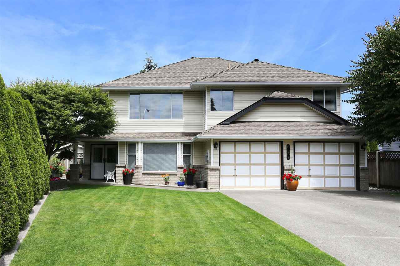 Main Photo: 6537 CLAYTONWOOD Place in Surrey: Cloverdale BC House for sale (Cloverdale)  : MLS®# R2084960