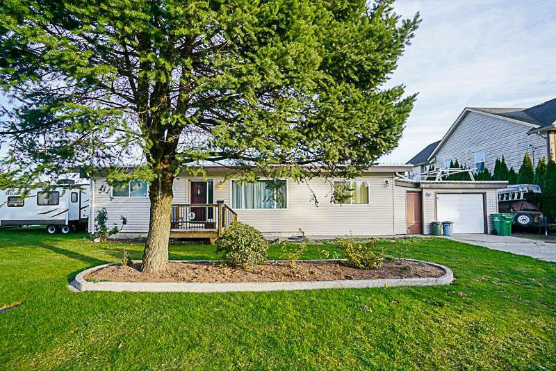 Main Photo: 9336 BROADWAY Street in Chilliwack: Chilliwack E Young-Yale House for sale : MLS®# R2231305