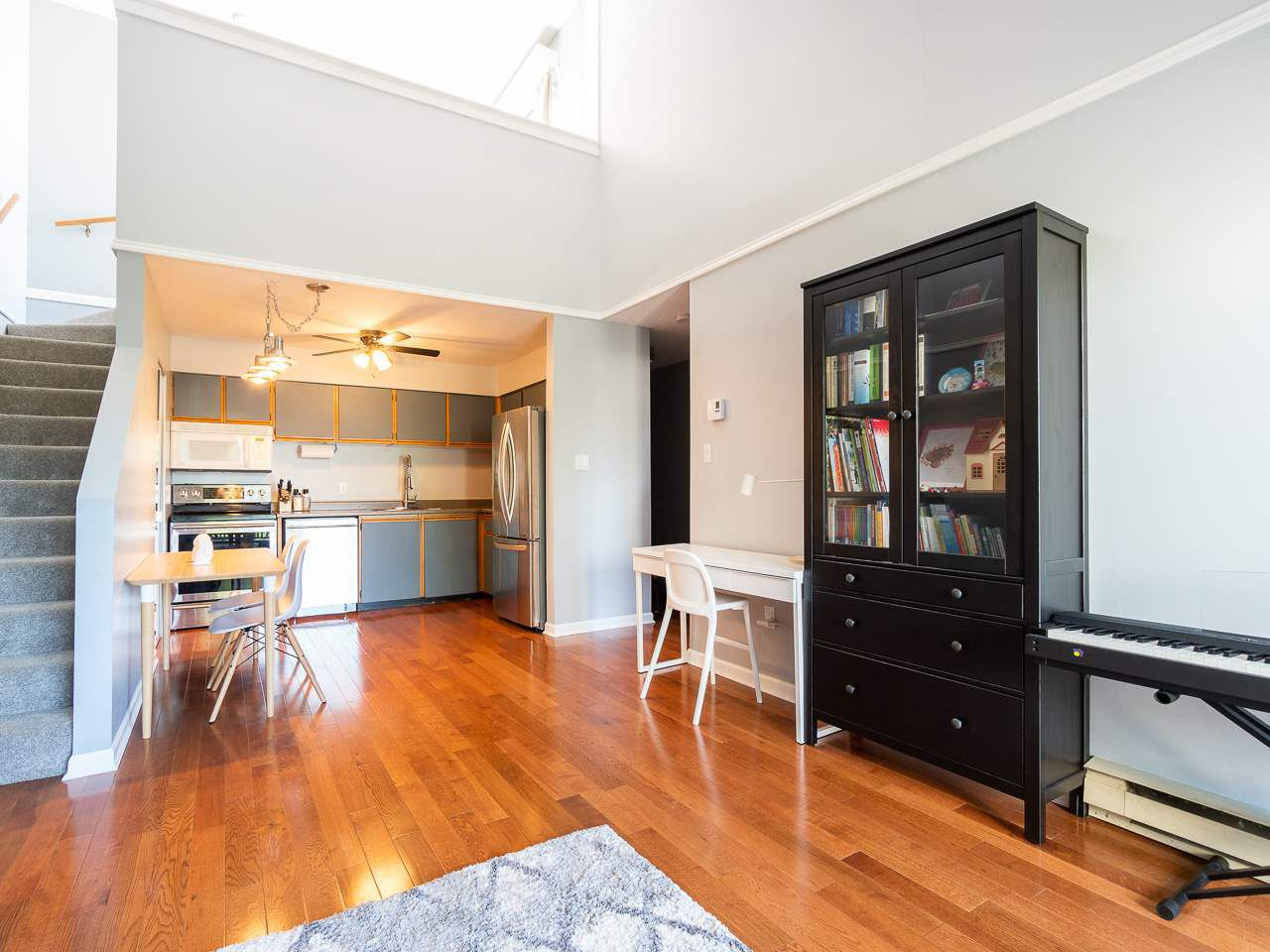 """Photo 5: Photos: 202 836 TWELFTH Street in New Westminster: West End NW Condo for sale in """"London Place"""" : MLS®# R2289709"""