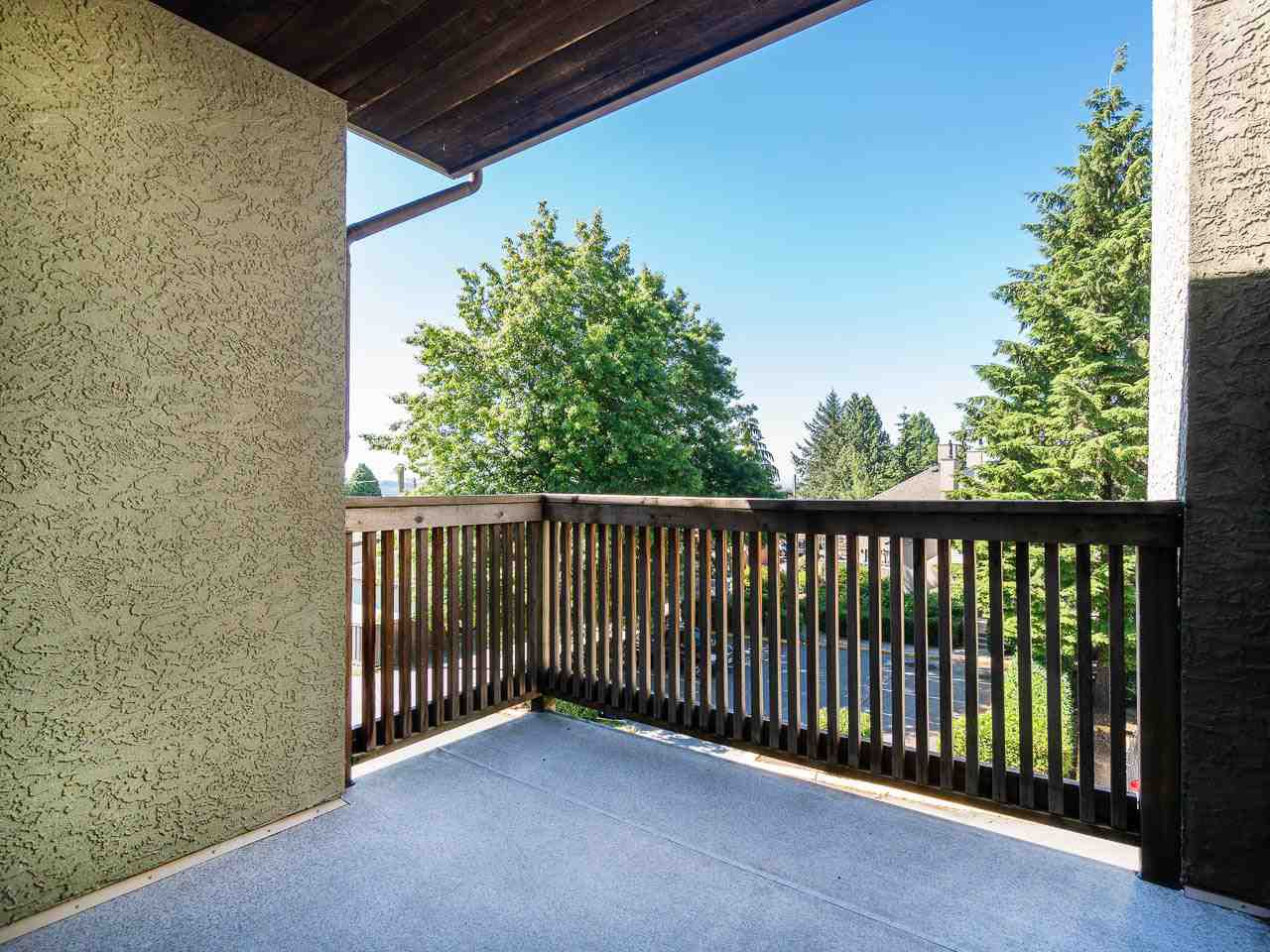 """Photo 3: Photos: 202 836 TWELFTH Street in New Westminster: West End NW Condo for sale in """"London Place"""" : MLS®# R2289709"""