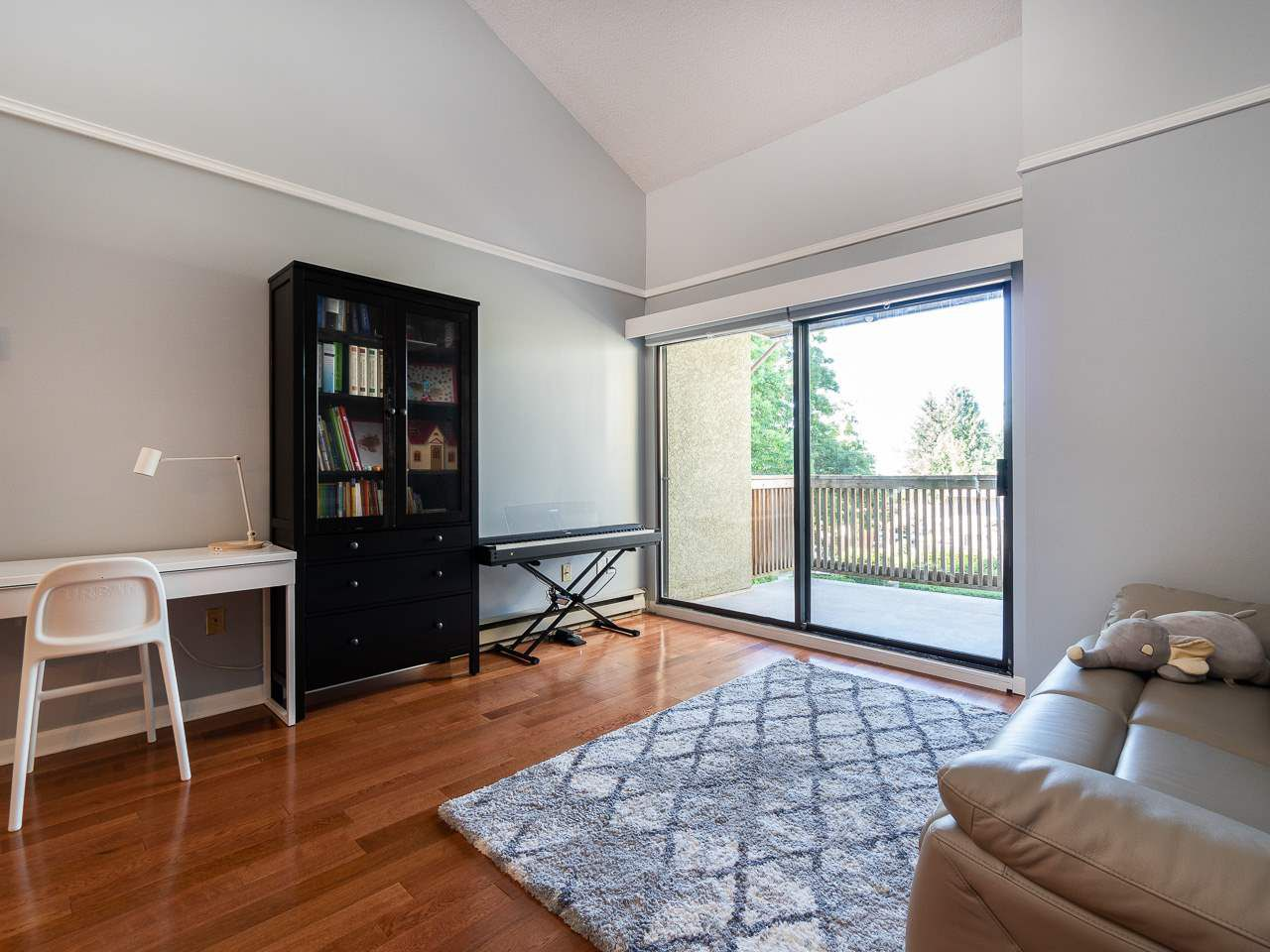 """Photo 4: Photos: 202 836 TWELFTH Street in New Westminster: West End NW Condo for sale in """"London Place"""" : MLS®# R2289709"""