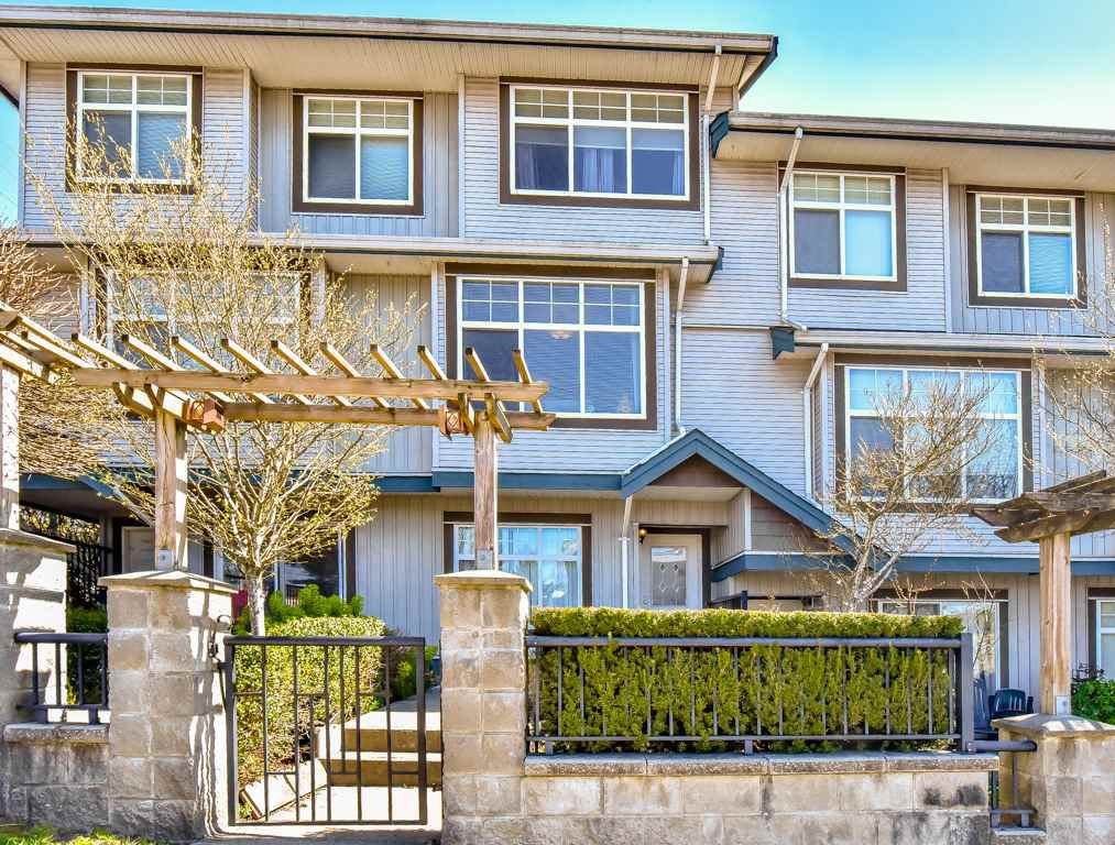 """Main Photo: 2 22466 NORTH Avenue in Maple Ridge: East Central Townhouse for sale in """"NORTH FRASER ESTATES"""" : MLS®# R2352760"""