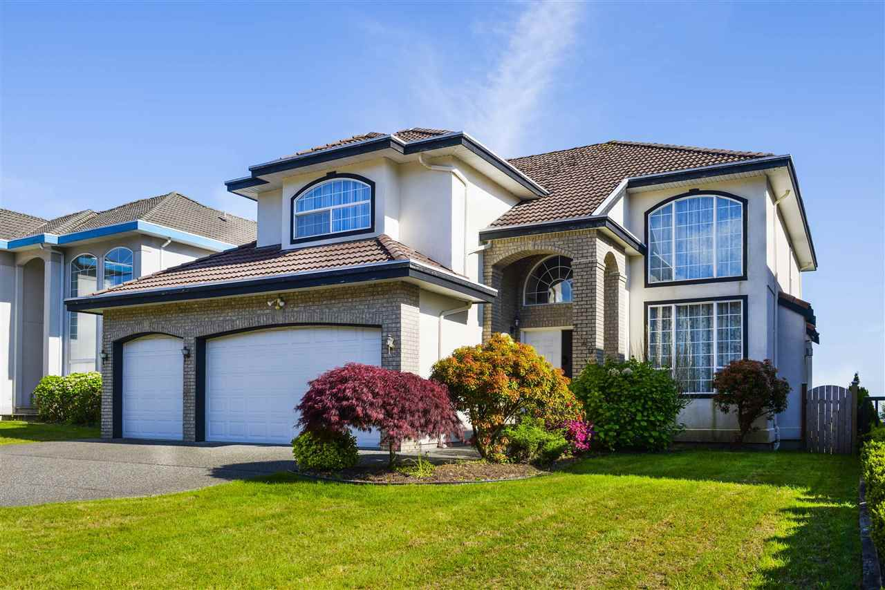 Main Photo: 3140 SILVERTHRONE Drive in Coquitlam: Westwood Plateau House for sale : MLS®# R2368088