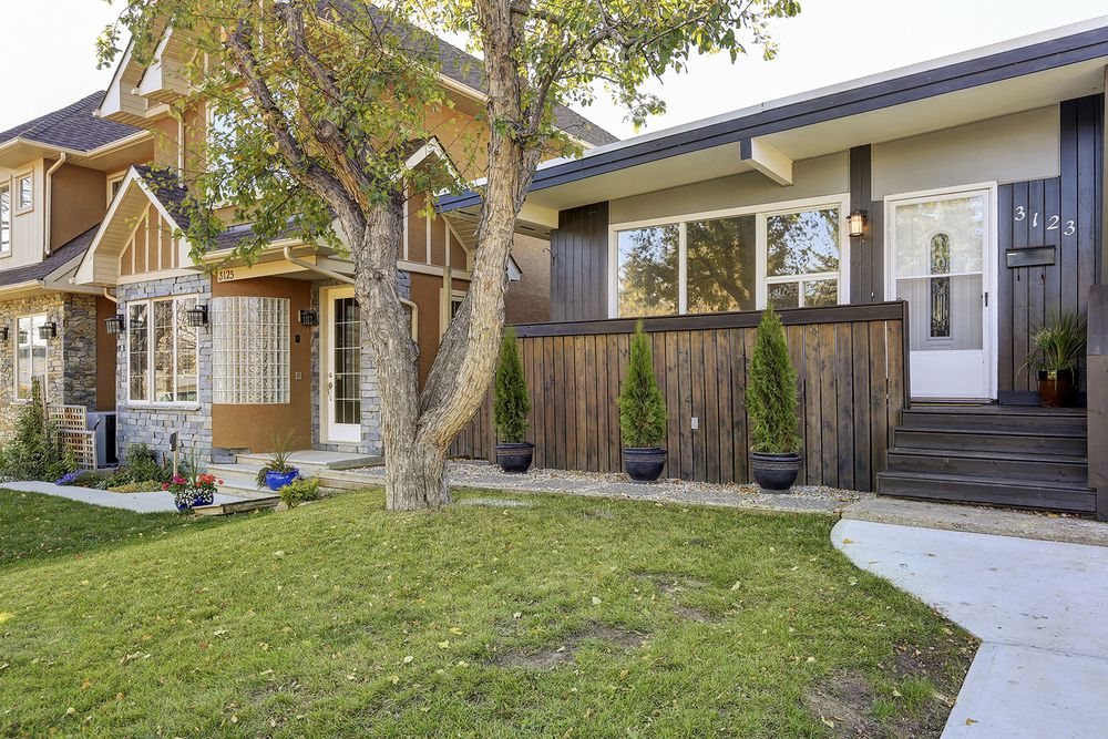 Main Photo: 3123 40 Street SW in Calgary: Attached for sale : MLS®# C4035349