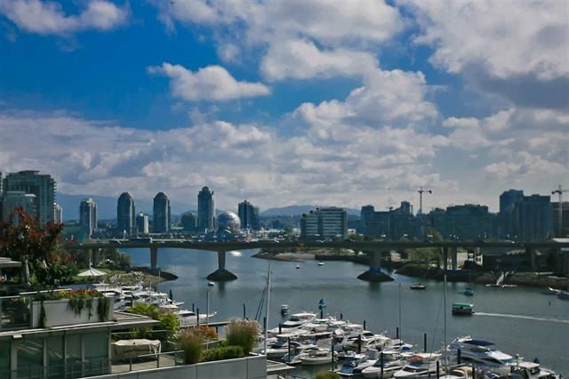 """Main Photo: 905 1328 MARINASIDE Crescent in Vancouver: Yaletown Condo for sale in """"THE CONCORD"""" (Vancouver West)  : MLS®# R2134660"""