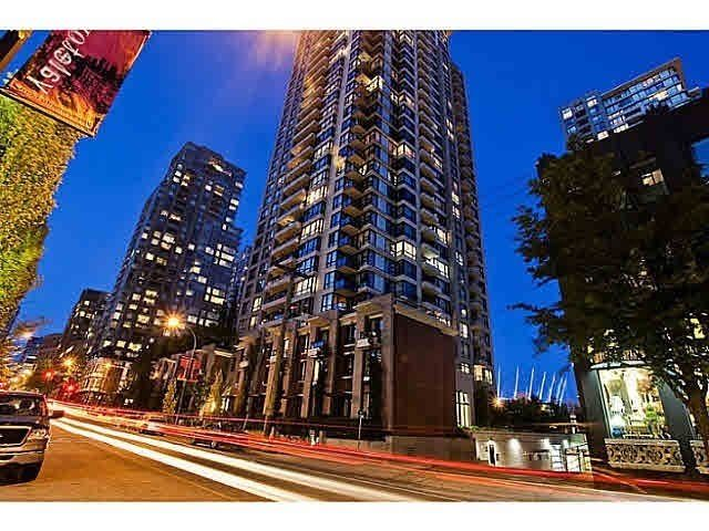 "Main Photo: 2502 928 HOMER Street in Vancouver: Yaletown Condo for sale in ""YALETOWN PARK"" (Vancouver West)  : MLS®# R2168012"