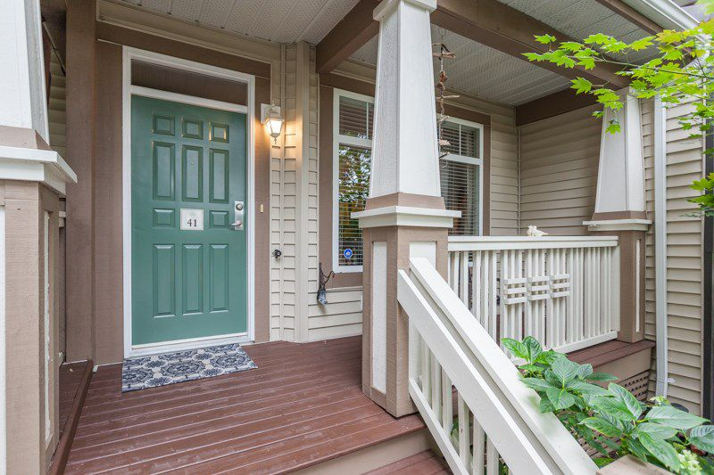 """Main Photo: 41 2678 KING GEORGE Boulevard in Surrey: King George Corridor Townhouse for sale in """"Mirada"""" (South Surrey White Rock)  : MLS®# R2203889"""