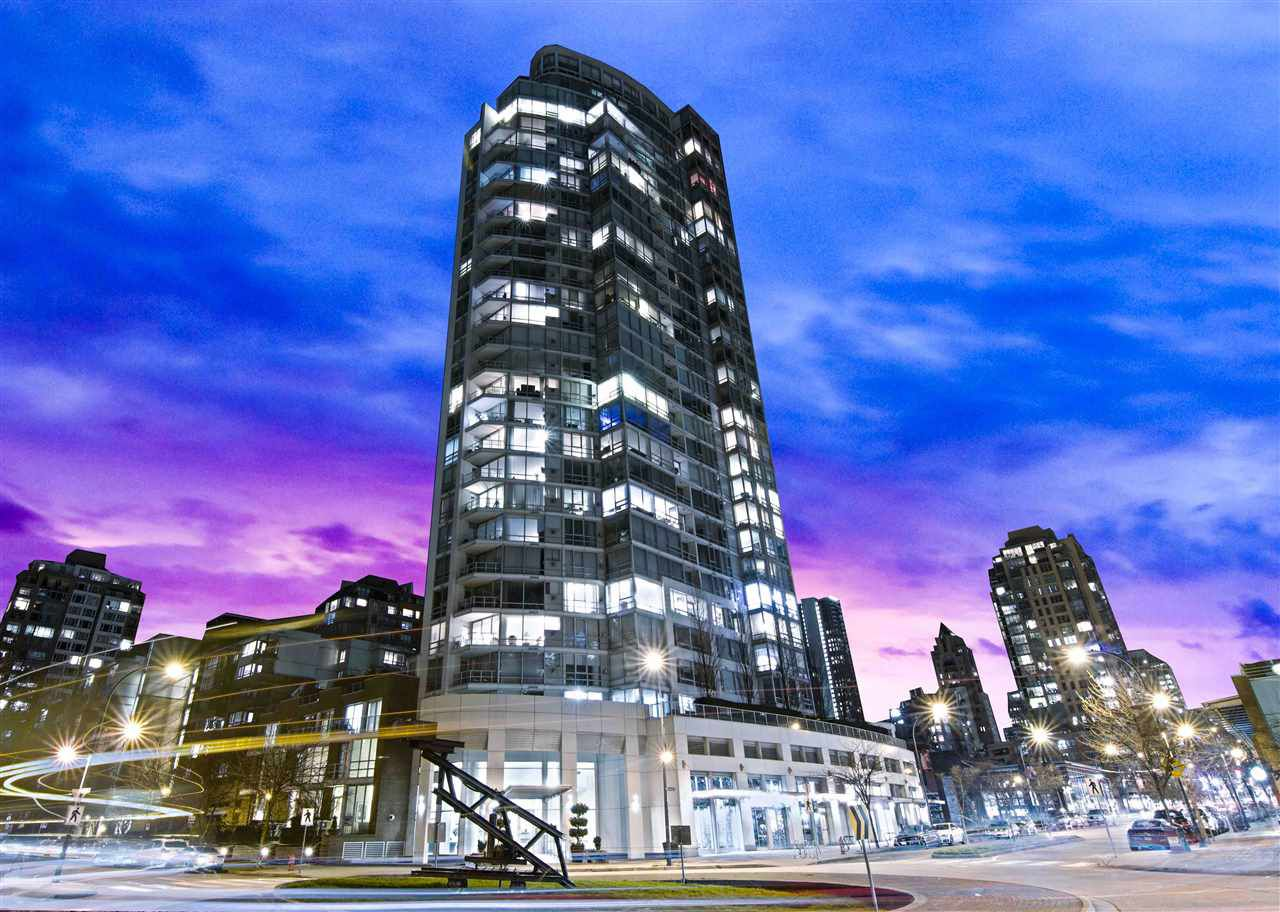 "Main Photo: 802 1201 MARINASIDE Crescent in Vancouver: Yaletown Condo for sale in ""PENINSULA"" (Vancouver West)  : MLS®# R2337724"